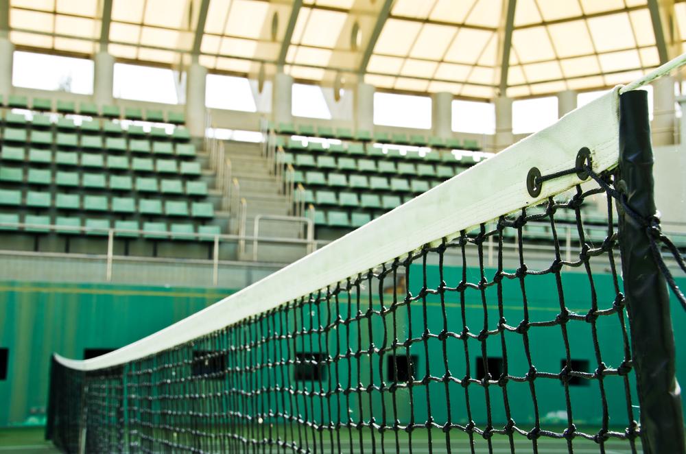 Quels équipements choisir autour du terrain de tennis