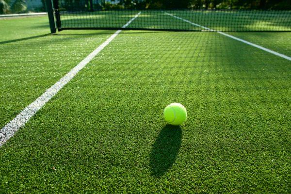Comment réaliser les lignes blanches de son court de tennis ?